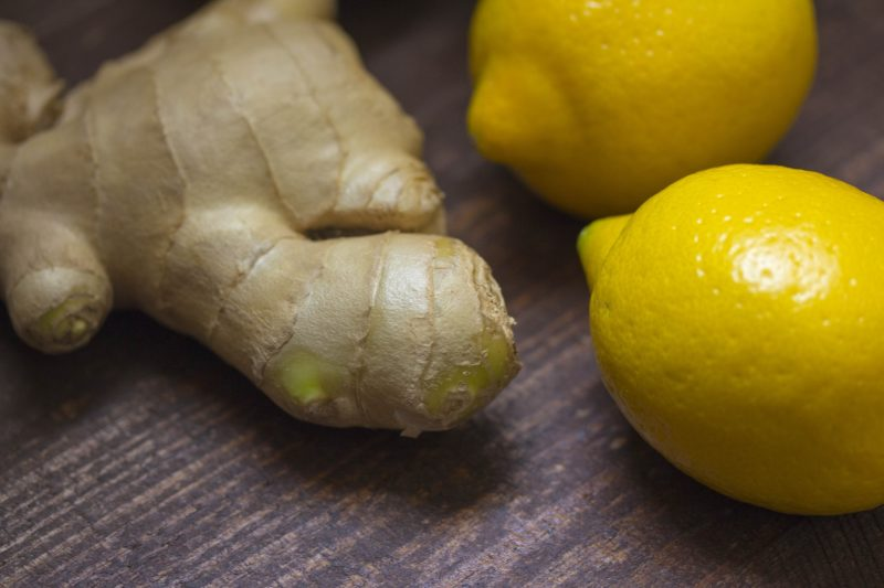 Whole ginger with a whole lemon